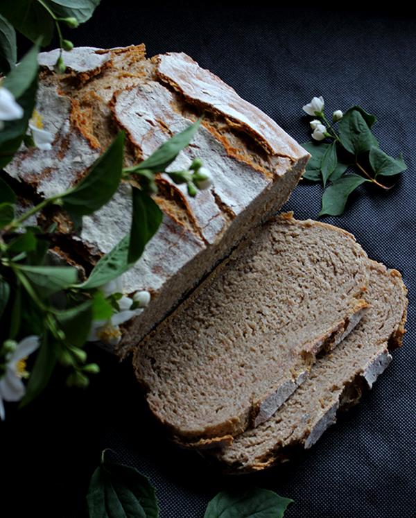 Czosnkowy chleb z garnka