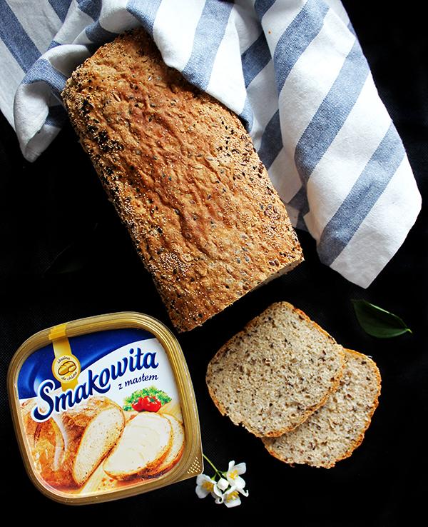 chleb z twarogiem i ziarnami