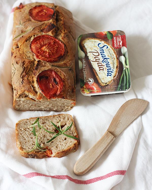 Pomidorowy chleb żytni na zakwasie