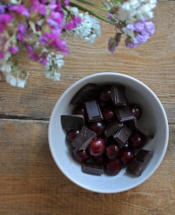 Paluchy z wiśniami i czekoladą