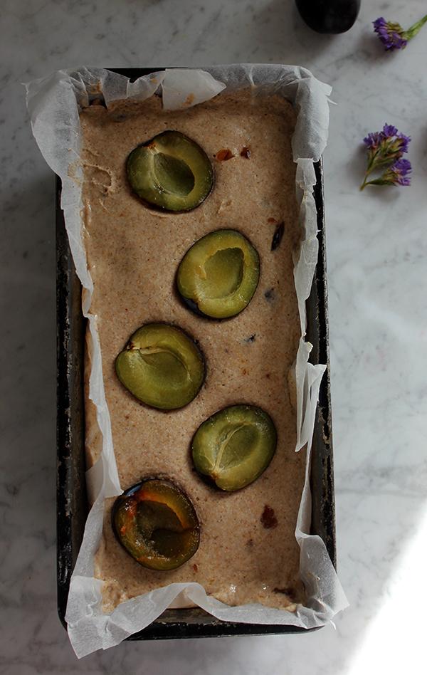 Bezglutenowy chleb śliwkowy