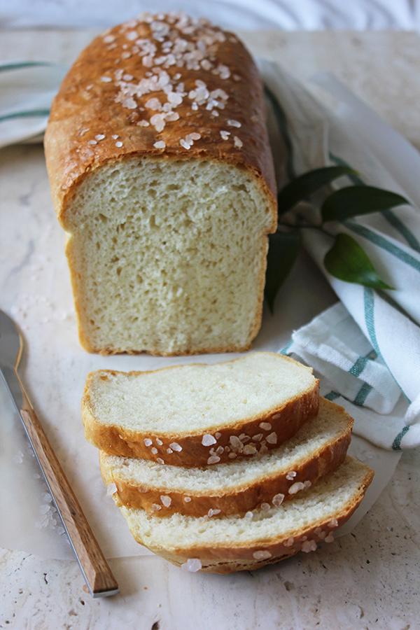 Klasyczny chleb tostowy