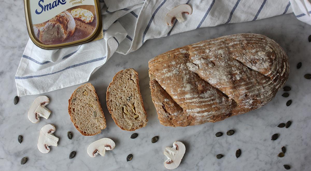 Jogurtowy chleb z pieczarkami